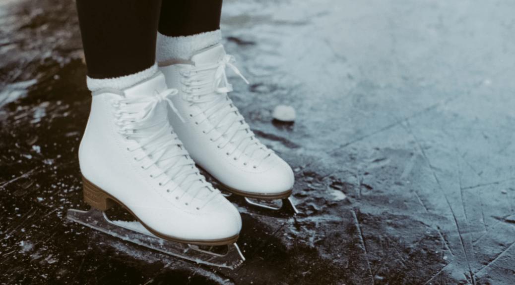 Sportlich auf dem Eis mit der passenden Ausstattung